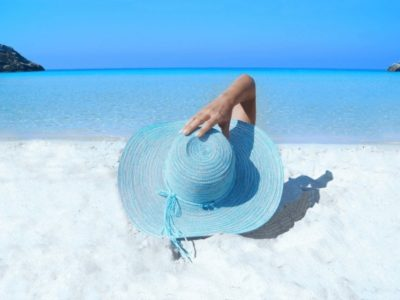 How Sunscreens Can Affect Your Hormones & What Alternatives You Can Use